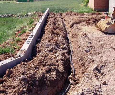 Instalaciones de riego por goteo y riego por aspersi n en for Instalacion riego jardin