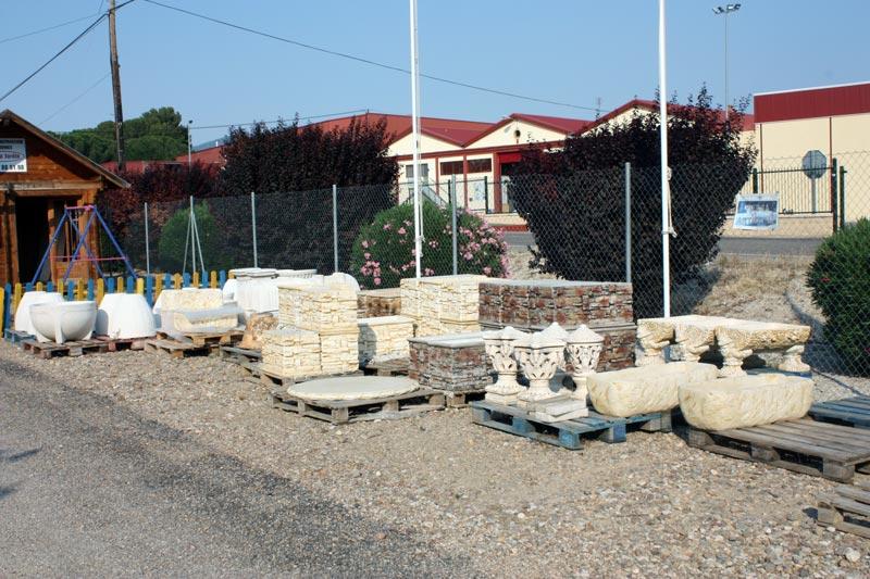 Muebles de jard n y decoraci naugusta jard n - Elementos decorativos para jardin ...